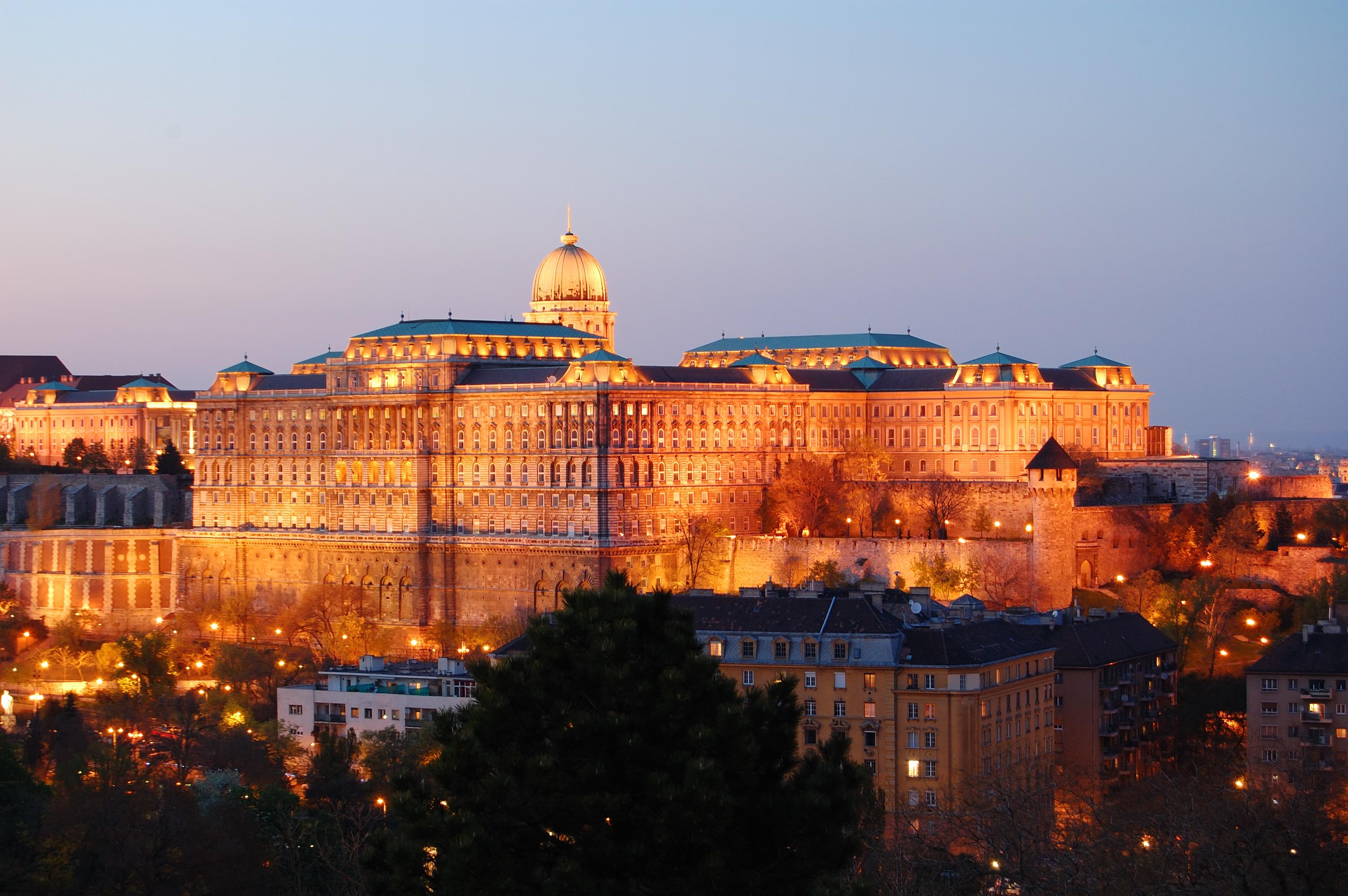 Buda_Castle_Evening_2010