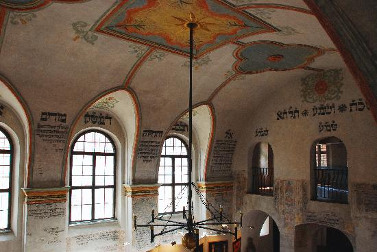 rear-synagogue-interior